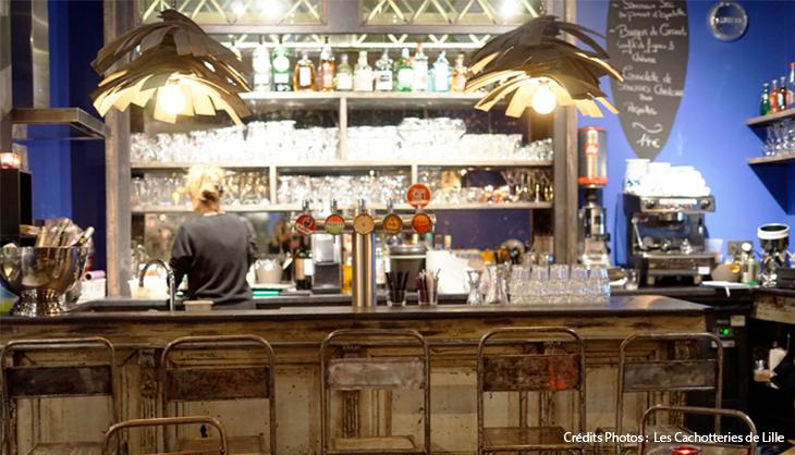 Bar restaurant vieux lille décoration originale vintage vitrail